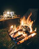 アウトドアイメージ キャンプファイア 焚き火とやかん - 224509759