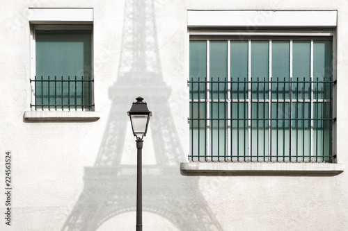 paris tour eiffel rue fenêtre mur immeuble réverbère rétro parisien parisienne blanc ombre logement se loger