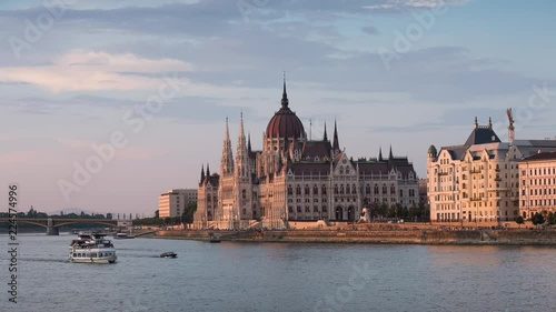 Wall mural The beautiful Hungarian parliament on the banks of Danube.