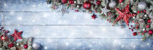 Christmas Ornament Z Jodła Oddziałów Na Snowy Drewniane Deski