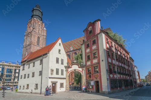 Jas i Małgosia (Johnny and Mary) miniaturowe domy i kościół św. Elżbiety we Wrocławiu, Śląsk, Polska.
