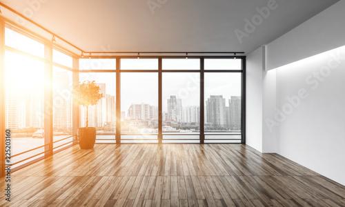 pusty pokój z oknami