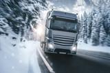 LKW auf einer verschneiten Landstraße - 225256355