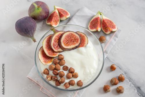 Leinwanddruck Bild Joghurt mit Müsli