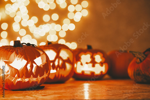 Leinwanddruck Bild Decoration for Halloween scary pumpkin lanterns,real photo with copy space