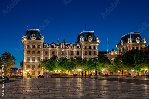 Poster paris justice palace conciergerie at night