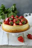 cheesecake new york with fresh strawberries - 225511727