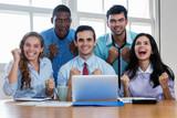 Erfolgreiches internationales Businessteam - 225558500