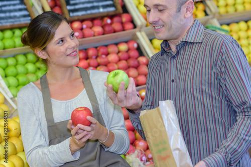 Foto Murales choosing an apple