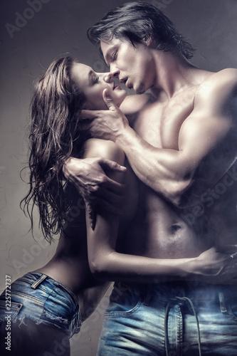 Leinwanddruck Bild Passionate couple