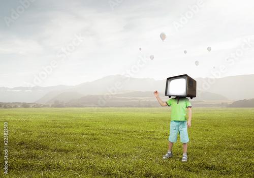 Foto Murales TV addicted children. Mixed media