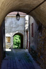 Vieille ruelle du village d'Aspres sur Buëch, Hautes-Alpes, France © HJBC