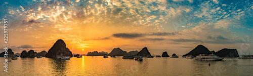 Leinwanddruck Bild Sunset in Halon bay, Vietnam