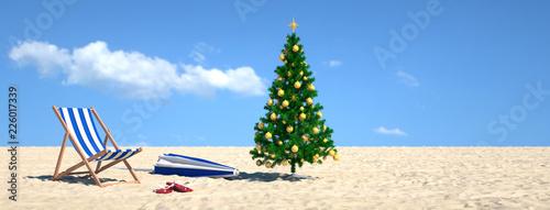 Leinwandbild Motiv Weihnachtsbaum am Strand im Urlaub am Meer