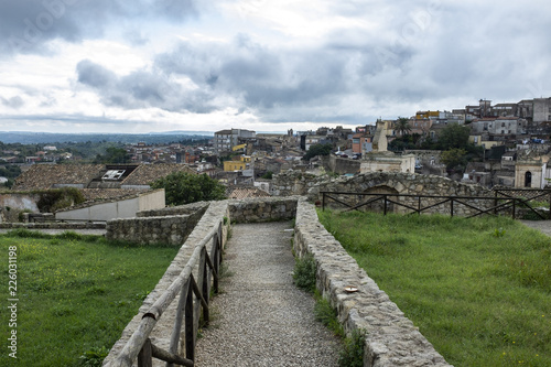 Panorama di Palazzolo Acreide in Provincia di Siracusa Sicilia, dalle rovine del Castello Normanno