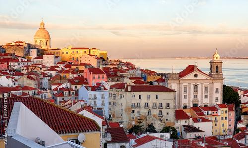 Leinwanddruck Bild Lisbon skyline, Alafama - Portugal