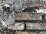 Clou dans mur en briques