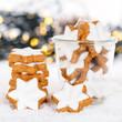Leinwandbild Motiv Weihnachten Plätzchen Weihnachtsplätzchen Quadrat Gebäck Sterne Zimtsterne Winter Schnee