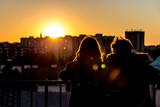Fototapeta London - Para oglądająca zachód słońca z dzwonnicy kościoła św. Anny © ankir86