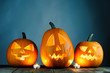 Leinwanddruck Bild - Halloween pumpkins and candles