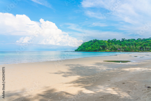 Fototapeten Strand Beautiful Tropical Beach blue ocean background Summer view Sunshine at Sand and Sea Asia Beach Thailand Destinations
