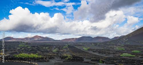 Vulkanlandschaft - 226475525