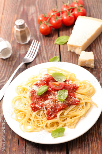 spaghetti with tomato sauce and basil - 226517302