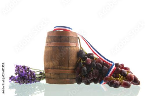 Foto Murales Wine barrel and red grapes