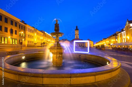 Zdjęcia na płótnie, fototapety na wymiar, obrazy na ścianę : Fountain on the main square of Bialystok at night, Poland.