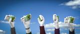 3D Illustration Hännge Geld und Wolkenhimmel - 227047349