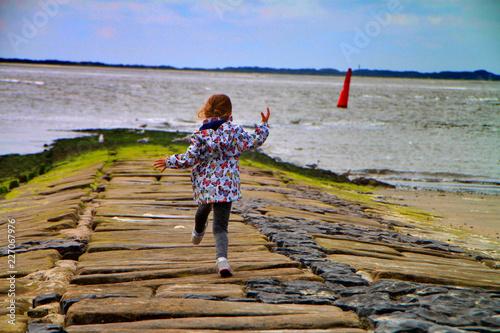 Leinwanddruck Bild Kind an Nordsee