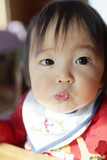 食事する赤ちゃん - 227180193