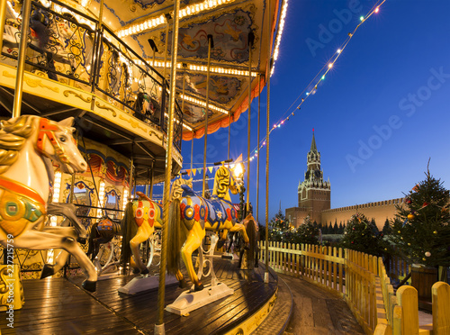 Foto Murales Christmas and New Year holidays illumination at night, Red Square in Moscow, Russia.