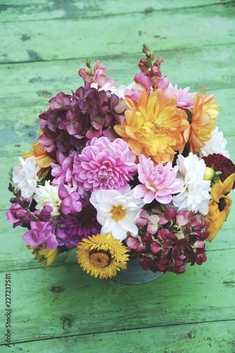 Leinwanddruck Bild Grußkarte -  Blumenstrauß mit Dahlien - Herbststrauß