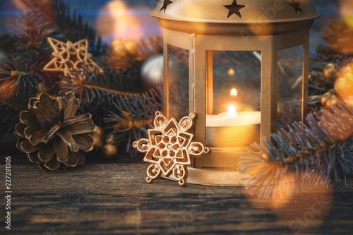 Weihnachtsgrusskarte mit stimmungsvollem Laternenmotiv