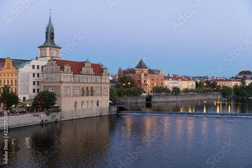 Wieczorny widok z Mostu Karola do Muzeum Smetany