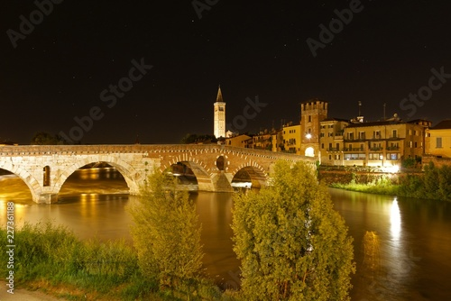canvas print picture Italien - Verona bei Nacht