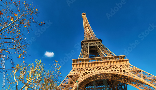 Poster Upward view of Eiffel Tower on a beautiful sunny winter day - Paris - France