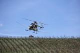 Hubschrauber im Sprüheinsatz - 227503502