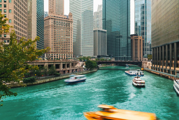 Chicago River with boats and traffic in Downtown Chicago