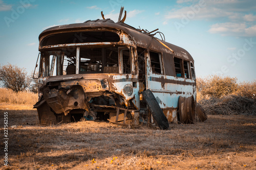 Foto Murales Antiguo bus oxidado