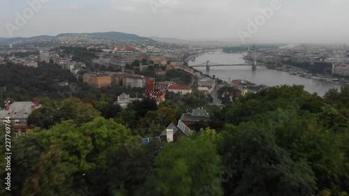 Obraz na płótnie 4K drone footage Budapest traffic on Elisabeth Bridge