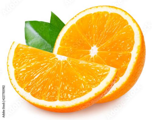 Świeża pomarańczowa owoc z liściem na białym tle