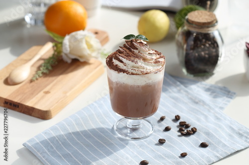 Wall mural Mint cocoa with cream
