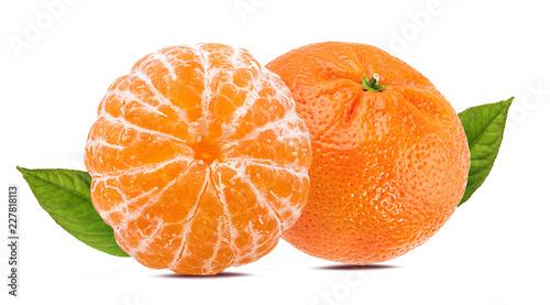 Świeża obrana mandarynki pomarańcze odizolowywająca na białym tle z ścinek ścieżką