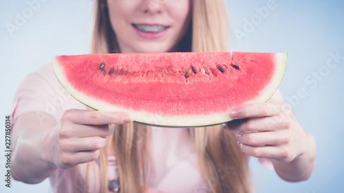Foto Murales woman holding watermelon fruit