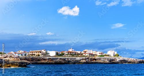 Leinwanddruck Bild Kueste Felsen Mittelmeer Haus Ferienhaus