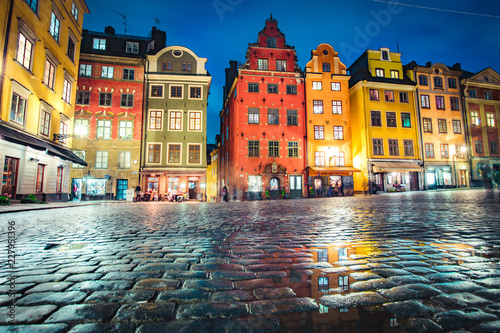 Leinwandbild Motiv Stockholm Gamla Stan district at twilight, Sweden, Scandinavia