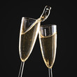 Leinwanddruck Bild - Glasses of champagne with splash