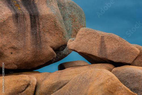 Leinwanddruck Bild Felsformationen an der Cote Granit Rose, Bretagne